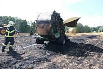 Požár zemědělského stroje na poli v Loučce u Nového Jičína.
