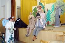 Fulnecký ochotnický spolek poprvé vystoupil v neděli s představením Jak skřítek vyléčil les. Pohádková hra přilákala desítky malých i velkých diváků.