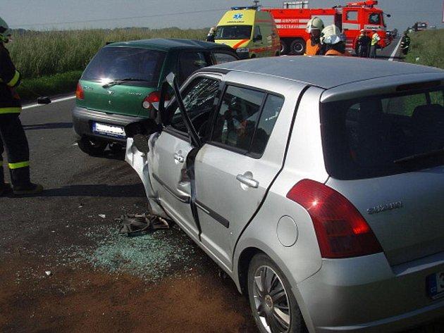 Dvě osobní vozidla se střetla v úterý 8. června před devátou hodinou dopolední na silnici I/58 mezi Petřvaldem a Starou Vsí nad Ondřejnicí.