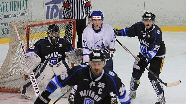 Urputný boj se odehrál včera před zraky 750 diváků na ledě Nového Jičína, kam si pro vítězství přijeli hráči Havířova.