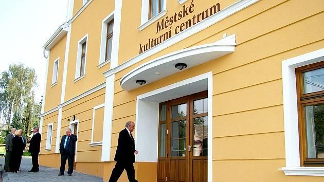 MĚSTSKÉ KULTURNÍ CENTRUM ve Fulneku vzniklo z původního kina Slavia. Otevřeli jej 29. září 2006.