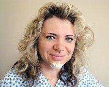 Štěstí v neštěstí měla ve středu matka dvou dětí Ilona Filipová (34 let) z Příbora. Z havárie na kole vyvázla s minimálními zraněními jen díky neznámé ženě a policistům ze zásahové jednotky.