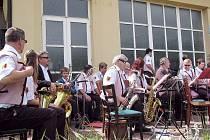 Devadesát pět let od narození místního zakaldatele školy a dechových souborů Františka Šustka si připomněli v neděli při koncertu pod širým nebem ve Spálově.