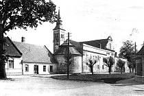 Areál kolem Španělské kaple doznal velkých změn. Dříve byly v těsné blízkosti kaple obytné domy, dnes je zde parkoviště pro novojičínskou nemocnici.