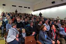Zastupitelé i obyvatelé Štramberka dali na zasedání zastupitelstva 11. listopadu jasně najevo nesouhlas s výstavbou nové cementárny a rozšířením těžby vápence.