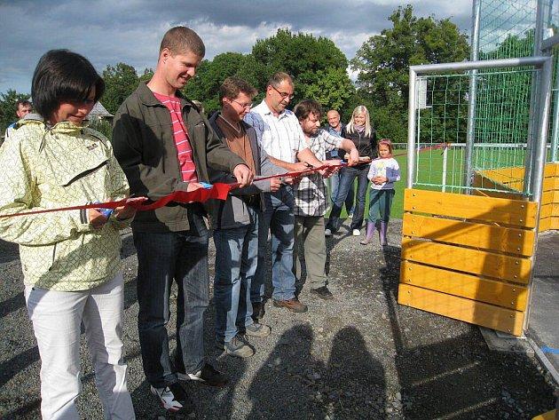 Obyvatelé obce Rybí mají od pátku možnost navštěvovat zbrusu nové víceúčelové hřiště.