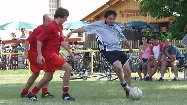 V pátek a sobotu se na fotbalovém hřišti v Hladkých Životicích koná populární Velký Prázdninový turnaj v malé kopané.