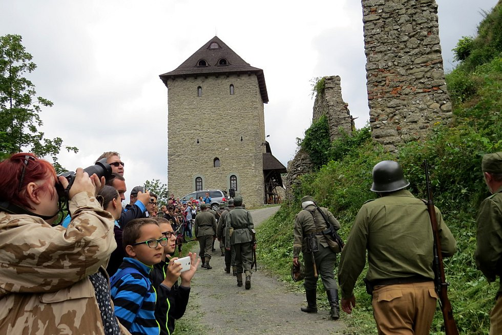 Jeden z válečných bojů druhé světové války na hradě Starý Jičín.