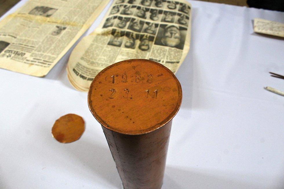 Tubus, vložený do věže farního kostela v roce 1988, otevřeli v pátek 28. února ve Fulneku.