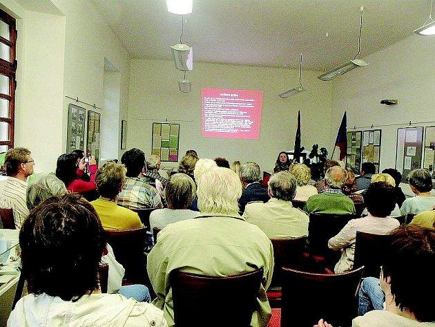 PŘEDNÁŠKY organizované Muzeem Novojičínska mají u obyvatelů Fulneku velký úspěch. Občas bývá dokonce problém sehnat místo k sezení.