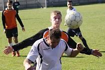 Fotbalisté Žarošic doma nestačili na Lovčice, které v derby zvítězili 3:2. Hosté přitom celých devadesát minut hráli v deseti.