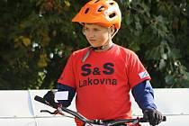 Mladý hodonínský biketrialista Dominik Sabáček Na snímku) skončil v brněnských Kníničkách, Blansku i naposledy v Kutné Hoře druhý a v celkovém pořadí vévodí kategorii benjamin.