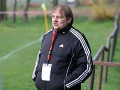 Trenér Kněždubu Libor Grabec (na snímku) je se vstupem do jarní části sezony spokojený.