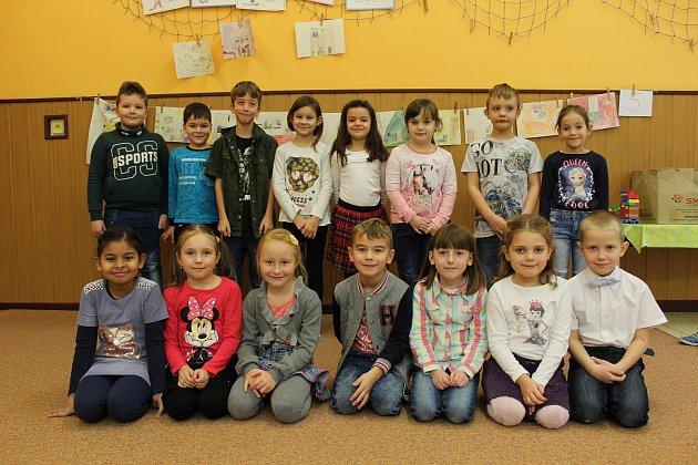 Žáci první třídy Základní školy vLužicích.