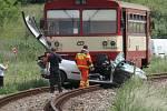 Osobní auto vjelo na přejezdu u Mutěnic přímo pod kola jedoucího vlaku.