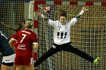 Sobotní utkání házenkářek Poruby a Veselí nad Moravou rozhodla svými zákroky domácí brankářka Lenka Roháčková (na snímku). Panenky v Ostravě prohrály 16:20.