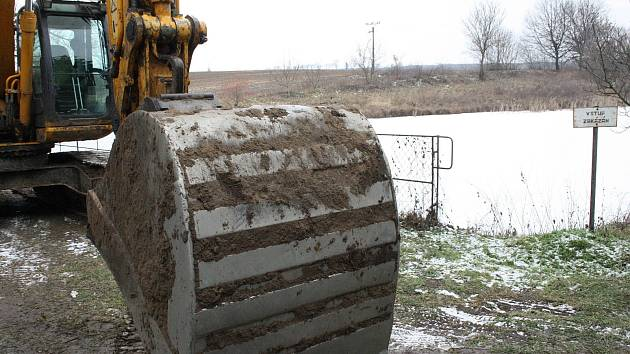 V okolí mutěnické drubežárny se pracuje na nápravných opatřeních v dekontaminační ploše a jejím okolí.