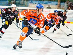 Hodonínští hokejisté (v modrooražnových dresech) prohráli ve druhém přípravném zápase s Technikou Brno 4:5 po samostatných nájezdech.