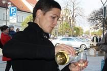 11. listopadu začala hodonínském Masarykově náměstí v jedenáct hodin a jedenáct minut ochutnávka mladých, svatomartinských vín.