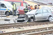 Srážka osobního auta s vlakem ve Vracově.