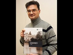 Slavnostní uvedení knihy Chorynští z Ledské na veselském Panském dvoře. Publikace je třetím dílem z edice mapující historii města.