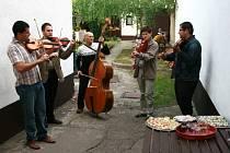 V hospodě u Jagošů bylo opět veselo. Konala se tu tradiční výstavní akce.
