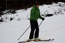 Filipovo údolí brázdili první lyžaři. Sníh se ale mísil s deštěm.