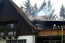 Požár střechy rodinného domu ve Velké nad Veličkou.