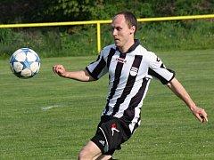 Fotbalisté Dambořic si doma poradili s Kostelcem, který přehráli 4:1. Na výhře se podílel i obránce Marek Matula (na snímku).