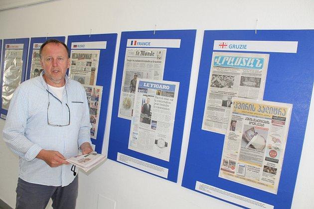 Karel Fiala a jeho sbírka světového tisku.