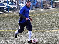 Dvaatřicetiletý obránce Pavel Beker navlékl po dlouhé době dres Lovčic. V sobotu slavil výhru 11:0.