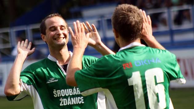 Fotbalisté Bzence se radují, ve vloženém třicátém kole krajského přeboru bez větších problémů vyhráli na hřišti posledního Rájce 4:0.