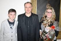Mutěnický trenér Petr Zemánek (uprostřed) se slavnostního vyhlášení nejlepších sportovců okresu Hodonín za rok 2014 zúčastnil společně se synem Petrem a dcerou Denisou.