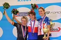 Trojnásobná olympijská šampionka v rychlobruslení nechala za sebou stejně jako loni v Žilině na druhé příčce Jarmilu Machačovou, třetí dojela Anežka Drahotová.