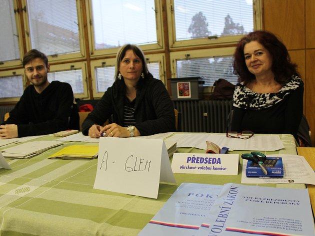 První kolo prezidentských voleb v učebnách hodonínské Obchodní akademie.