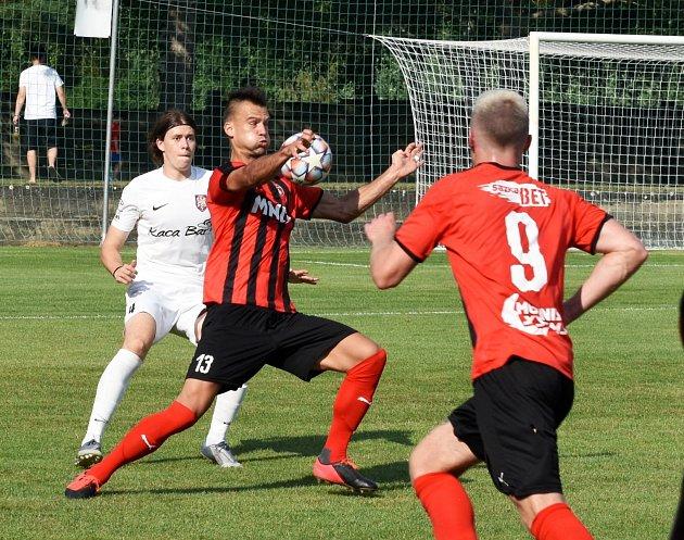 Hodonín vpředkole Mol Cupu vyhrál na hřišti Lanžhota 2:1.