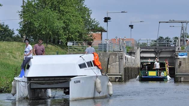 Plavba lodí po Baťově kanále. Ilustrační foto.