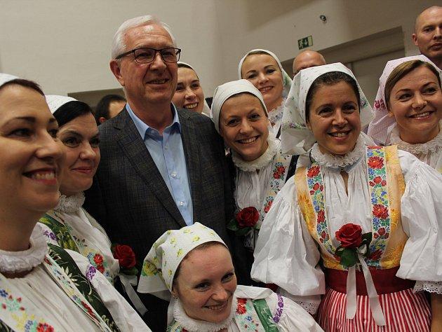 Košt o najlepší kysané zelé na Slovácku se uskutečnil v Blatničce. Nabídl zápis do české knihy rekordů. Zelí ochutnal i prezidentský kandidát Jiří Drahoš.