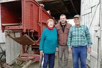 Radost obyvatelům Hýsel u Kyjova dělá dřevěná mlátička obilí pocházející z počátku dvacátého století. Obci ji věnovala tamní obyvatelka Oldřiška Dobešová.