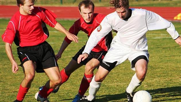 Fotbalisté Hodonína (zleva) Michal Melounek a Václav Matula.
