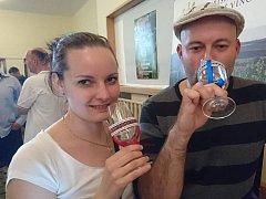 Návštěvníci Májové výstavy vín Veselska vybírali z více než tří set vzorků.