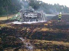 Třímilionovou škodu způsobil v pondělí po páté hodině odpoledne požár pole a balíkovače ve Vracově.
