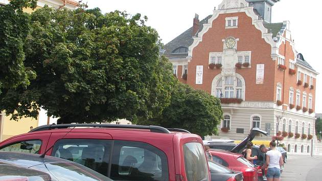 Parkování na Masarykově náměstí v Hodoníně.