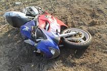 Motorkář havaroval mezi Násedlovicemi a Čejčí.