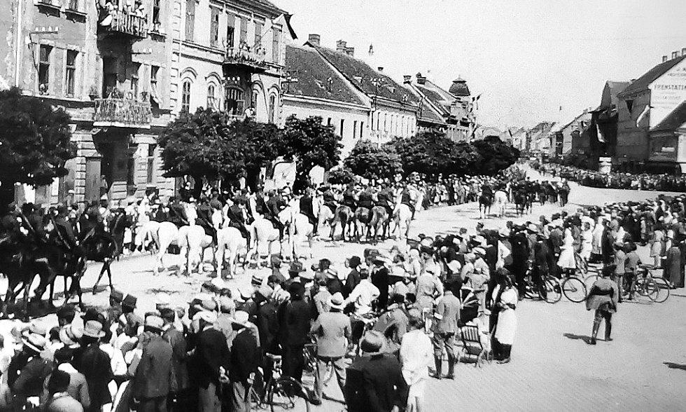 Jak je vidět na náměstí, zájem obyvatel města byl značný.