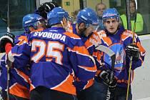 Hodonínští hokejisté jsou ve druhé lize i nadále stoprocentní. Drtiči si po Technice Brno a Chotěboři poradili i s Nymburkem, soupeře ze středních Čech v domácím prostředí deklasovali 7:2.