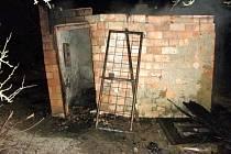Požár staré chatky ve Velké nad Veličkou.