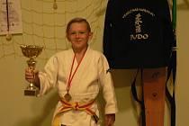 Nadaný judista Michal Vojtek potvrdil svoji výkonnost i na mezinárodním turnaji v rakouském Kufsteinu, kde ve váhové kategorii do sedmadvaceti kilo získal zlatou medaili.