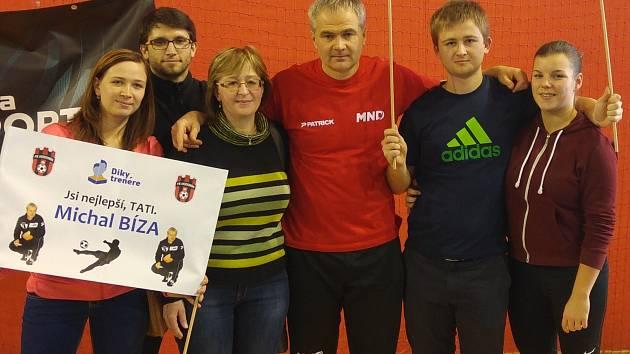 Vedoucí hodonínských přípravek Michal Bíza ovládl druhý ročník projektu Díky, trenére. Mutěnickému rodákovi v hale pražské Sparty na Podvinném mlýně aplaudovala rodina, kolegové i fanoušci.