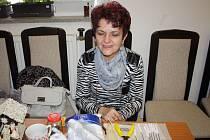 Panenky, zvířata i košíky. To vše vyrábí z kukuřičného šústí už přes čtyřicet let Zdena Pavková z Vnorov.